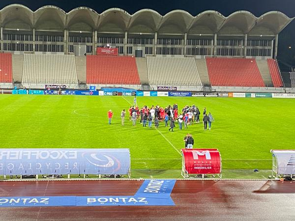 <b>Football</b> : après des mois d&#39;incertitude, le FC Annecy assure son maintien en <b>National</b>