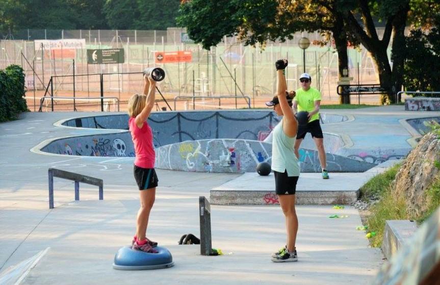 Le sport outdoor en ville qui aurait pensé à ça ? Les terrains de jeu sont maintenant partout !