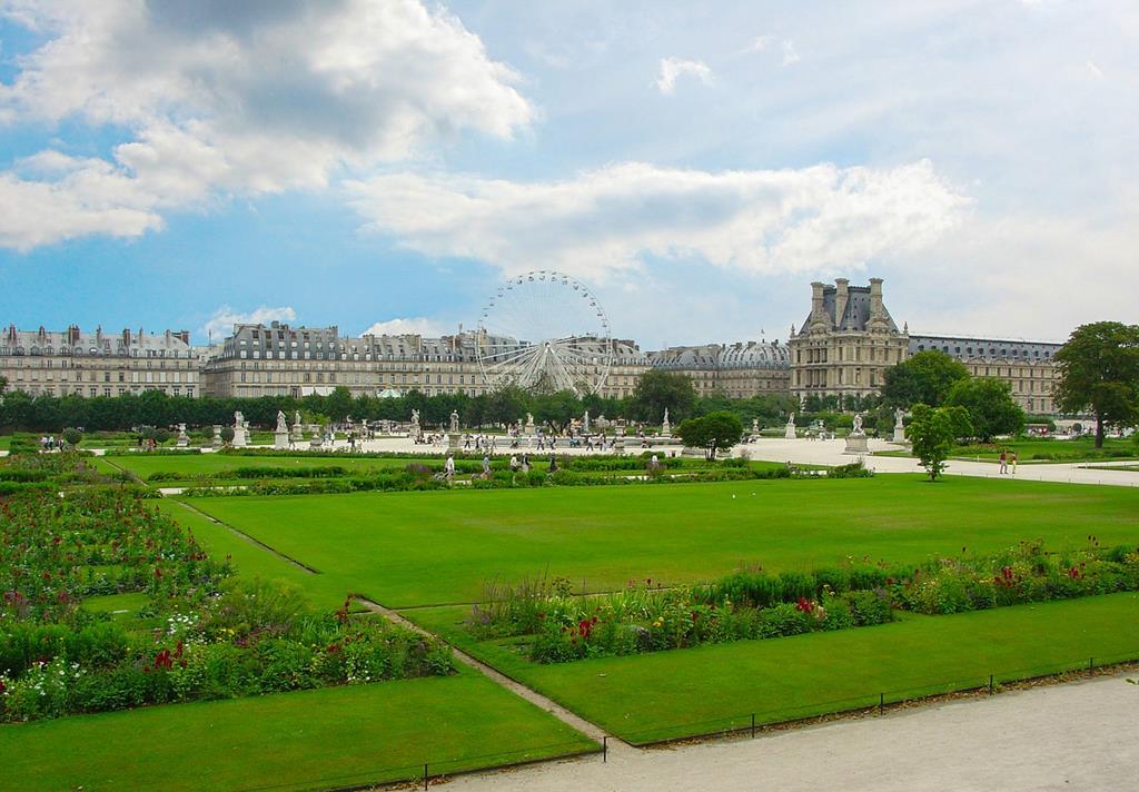Un espace vert au coeur de la ville de Paris