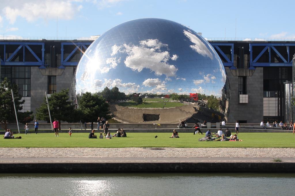 La Géode de Villette fait parti d'un des lieux historique sur le parcours du GR2024