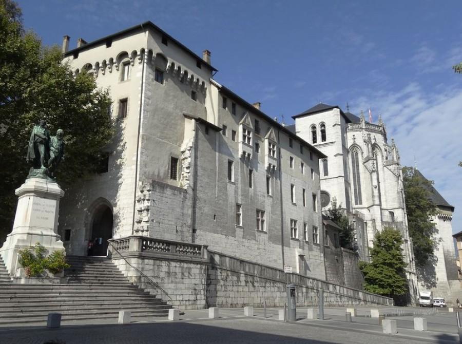 Capitale de la savoie, Chambéry est le centre naturel de la Savoie
