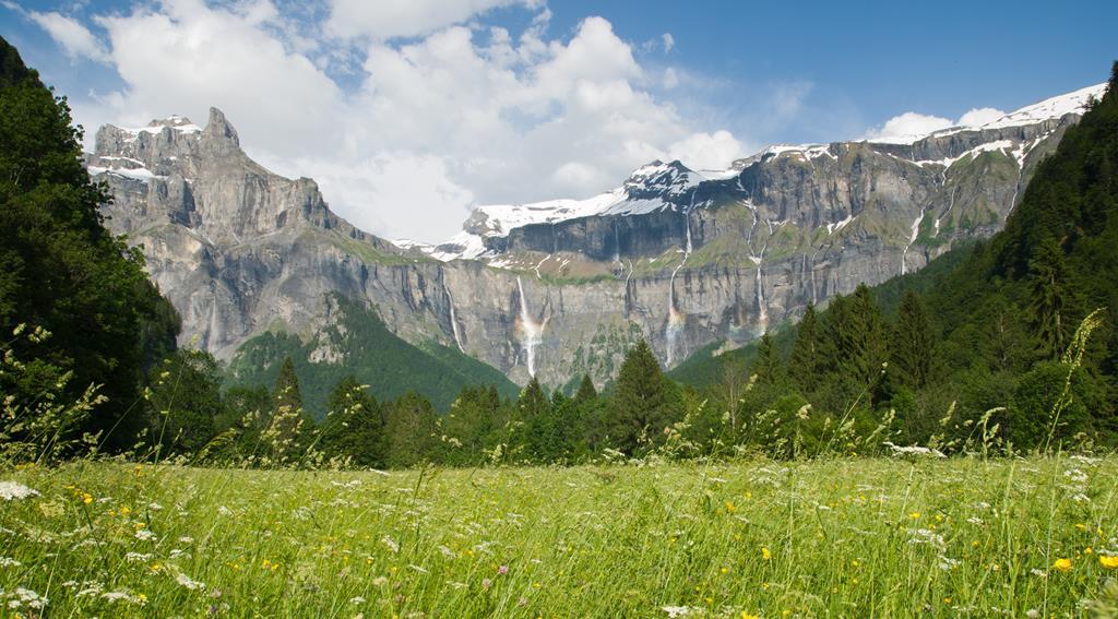Des falaises avec de nombreuses cascades : le cirque du Fer à Cheval
