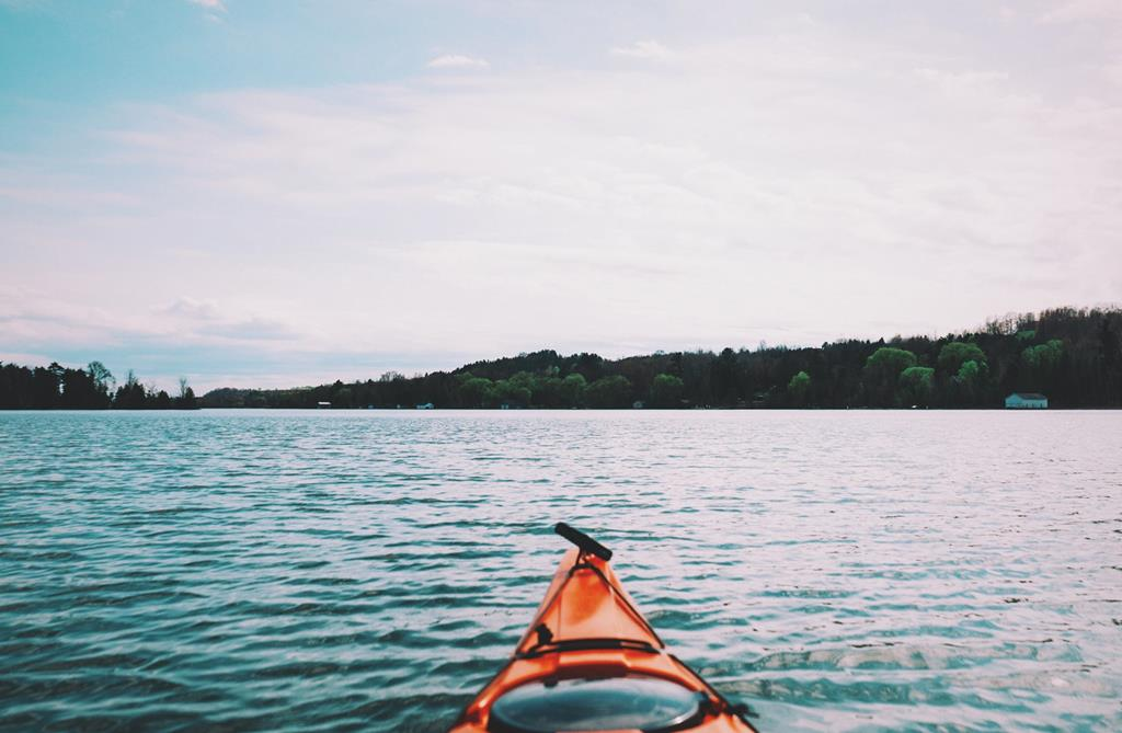 Faire du kayak, lac d'Annecy