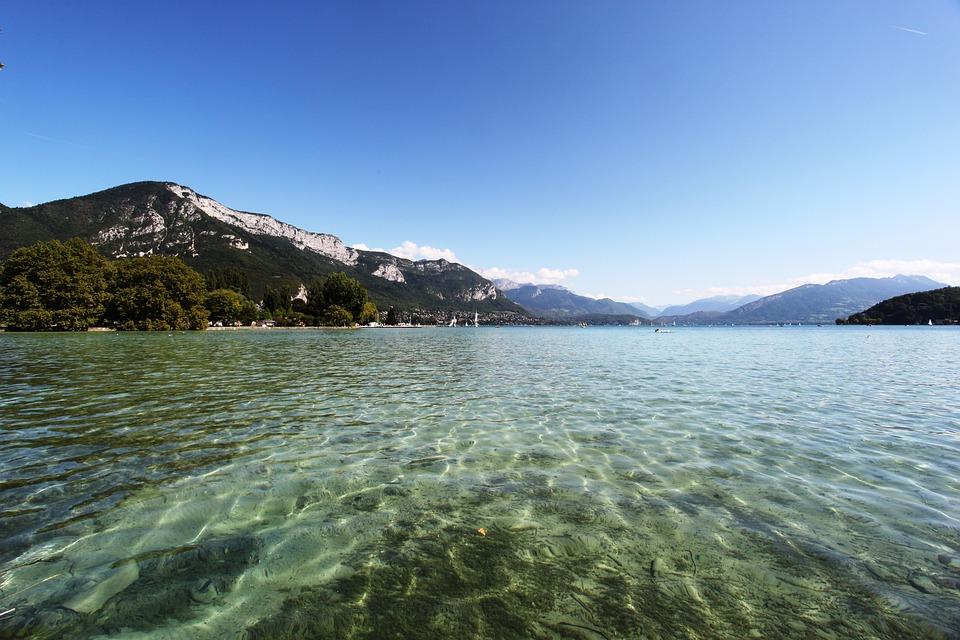 Le lac d'Annecy est le plus connu des lacs de Haute-Savoie