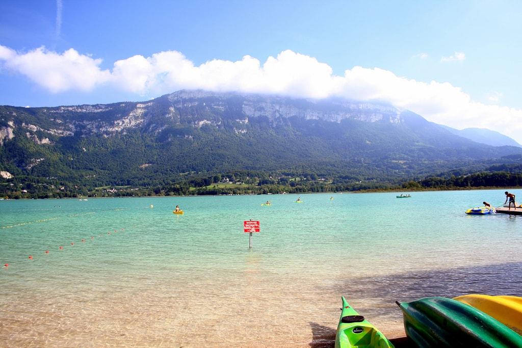 Profitez du calme du lac d'Aiguebelette pour vous baigner