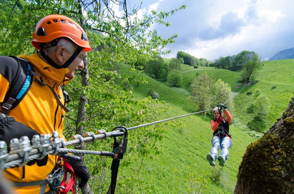 De nombreux sites vous permettent de faire de la tyrolienne en Pays de Savoie