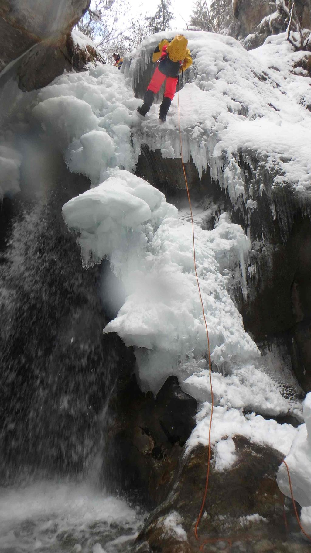 Le canyoning se pratique en été comme en hiver