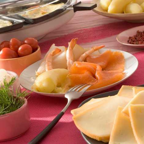 Testez la raclette d'été avec des crevettes, du saumon et des légumes du soleil