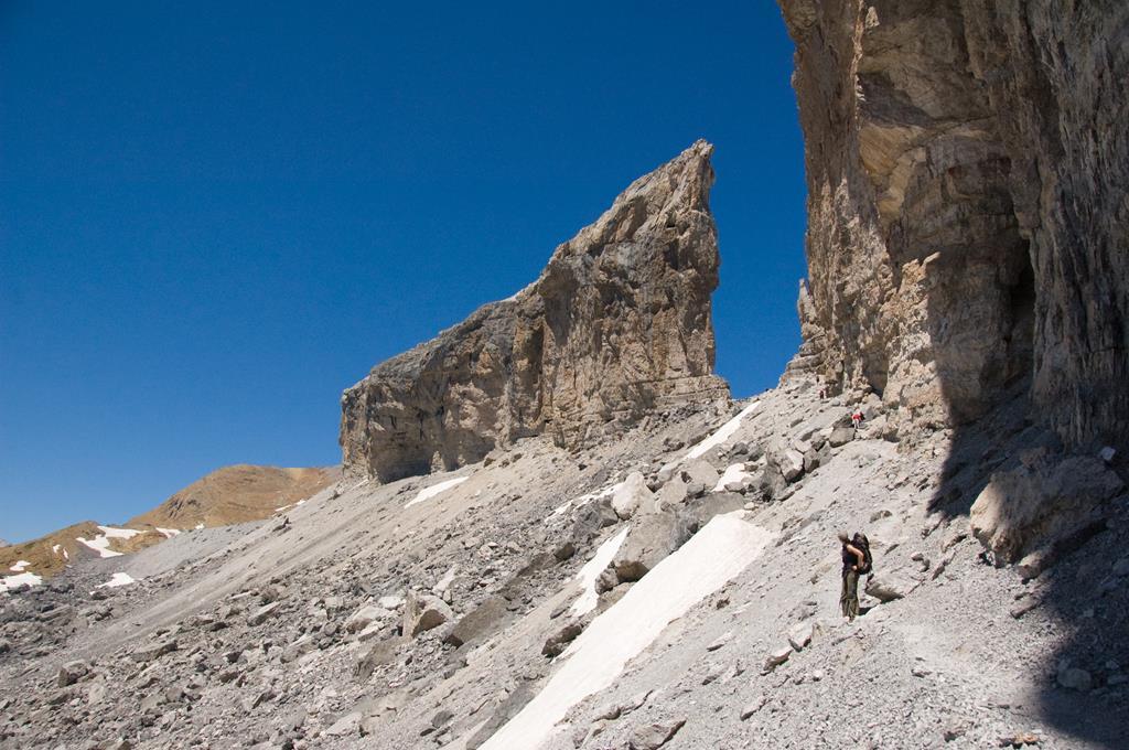 Le brèche de Roland, brèche naturelle des Pyrénées
