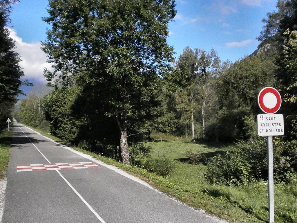 Profitez des pistes cyclables d'Annecy